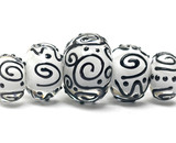 10202311 - Five Graduated Black &amp; White Rondelle Beads
