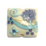 11808304 - Light Ivory w/Blue Fower Pillow Focal Bead