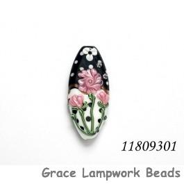 11809301 - Black/White w/Flower & Leaf Oval Focal Bead